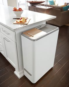 Whirlpool Zera Home Recycler Indoor composting without the mess, smell or work comes to any kitchen with Whirlpool's new speedy home food recycling powerhouse. Food scraps go in the counter-height machine and in 24 hours, prime fertilizer comes out. Home Gadgets, Kitchen Gadgets, Modern Kitchen Trash Cans, Food Tech, Bokashi, Smart Home Technology, Garbage Can, Home Food, Cuisines Design
