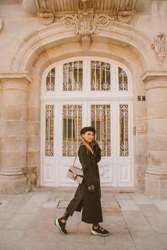 Black sweater+black wrap wool coat+black leather effect leggins+black embellishment sneakers+black beret+Gucci Dionysus chain shoulder bag. Winter Casual Date Outfit 2019 Date Outfit Casual, Date Outfits, Cool Outfits, Her Style, Cool Style, 185, Back Home, Get Dressed, Winter Outfits