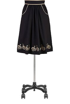 Tipped trim bicycle skirt