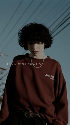 This dude is so sexy.first time i ever had a celeb crush who was actually MY age Stranger Things Actors, Stranger Things Aesthetic, Stranger Things Netflix, Future Boyfriend, To My Future Husband, Lp Laura Pergolizzi, Jack Finn, Canadian Boys, Beautiful Boys