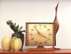 Mid Century ATLANTA Messing Beistelltisch Teak Holz Brutalist | Etsy Atlanta, Brutalist, Messing, Clocks, Mid-century Modern, Art Deco, Vintage Fashion, Mid Century, Etsy Shop