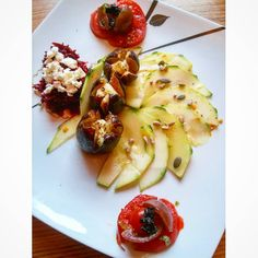 Zoom of this flower power #raw plate  #paleofood #rawcomplexions #skintoxbeautyfood #Pureskinfood #Vegan #whatveganeats  #healthychoice #fatlessfood #vegancooking #veganfoodshare #vegansofig #organic #rawvegan #glutenfree #glutenfreerecipes #balancefood #cleaneats #whatveganseat #Food_i_love_u #foodphotography #instafood