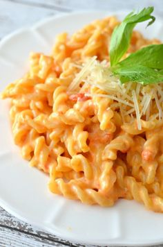 Roasted Red Pepper Macaroni and Cheese and easy vegetarian pasta recipe