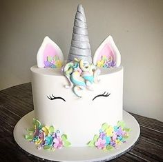A cute little unicorn cake for a special little girls birthday  #unicorn #rainbow #pretty #unicornc - mastello.creations