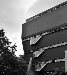 [Florey Building / James Stirling]