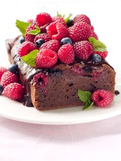fresh raspberry chocolate loaf cake...