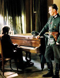 Adrien Brody & Thomas Kretschmann in The Pianist(Best Movies Indie)