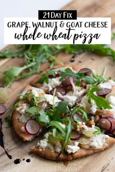 Healthy Grape, Walnut & Goat Cheese Pizza Day Fix) - Carrie Elle Goats Cheese Flatbread, Goat Cheese Pizza, Goat Cheese Recipes, Fixate Recipes, Lunch Recipes, Whole Food Recipes, Healthy Recipes, Vegetarian Recipes, Pizza