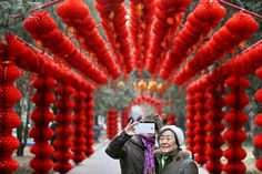 senior couple's do selfie in Beijing Pictures Of The Week, Cool Pictures, Beijing China, People, February 2015, Selfie, Spring, People Illustration, Selfies