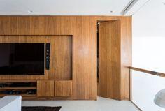 Madeira clara e vidro trazem conforto ao dúplex minimalista Hidden Doors In Walls, Home Theater Tv, Media Room Design, Tv In Bedroom, House Doors, Interior Decorating, Interior Design, Dream Home Design, Apartment Interior