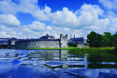 Going to Ireland is not complete without a trip up north. Here is a list of unmissable things to do and places to see in Northern Ireland. Travel Reviews, Travel Deals, Last Minute Travel, Excursion, Ireland Travel, Amazing Destinations, Northern Ireland, Luxury Travel, Places To See
