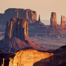 Sunrise from the Hunt's Mesa, Monument Valley in Arizona's Grand Canyon (via / by Francesco Riccardo Iacomino) Arches Nationalpark, Yellowstone Nationalpark, Monument Valley, Monument Park, Grand Canyon, Places To Travel, Places To See, Wonderful Places, Beautiful Places