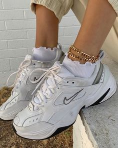 aesthetic shoes Aesthetic vintage art hoe trendy casual cool edgy grunge outfit fashion style idea ideas inspo inspiration for school for women winter summer shoes accesoires ankle bracelet nike white sneaker shoes Moda Sneakers, Sneakers Mode, Best Sneakers, Shoes Sneakers, Chunky Sneakers, Nike Women Sneakers, Chunky Shoes, Gucci Sneakers, Sneakers Adidas