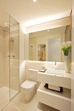 modern Bathroom by Chris Silveira & Arquitetos Associados ✫♦๏☘‿FR Sep 20 , ✤ ❀‿❀ ✫❁`💖~⊱🌹🌸🌹⊰~❥ ༺✿༻♛༺ ♡~♥⛩ ⚘☮️❋ Bathroom Design Luxury, Bathroom Layout, Modern Bathroom Design, Bathroom Small, Small Sink, Mirror Bathroom, Bathroom Ideas, Small Bathroom Interior, Warm Bathroom
