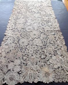 Antique Handmade Brussels Duchesse Lace Shawl Stole J P Morgan Antique Lace, Vintage Lace, Vintage Jewelry, Lace Embroidery, Embroidery Designs, Rose Shabby Chic, Passementerie, Linens And Lace, Needle Lace