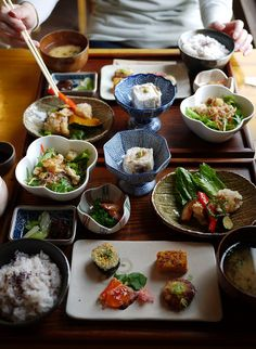 日本人のごはん/お弁当 Japanese meals/Bento. Japanese presentation by istanbulko on Flickr. これ位食べられたら言う事無いですよね(´ω`* )