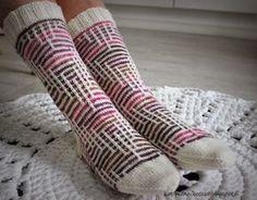 Koti männikössä: Kerrosrivinousu Ludvig Wool Socks, Knitting Socks, Hand Knitting, Knitting Patterns, Different Stitches, Slip Stitch, Knitting Projects, Leg Warmers, Fiber Art