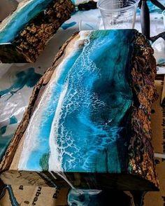 Como fazer mesas resinadas – Home decor – New Epoxy Wood Resin Table, Epoxy Resin Wood, Resin Art, Wood Table Design, Resin Pour, Wood Architecture, Patio Bar, Pallets Garden, Waterfall