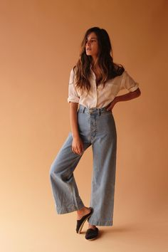 Wide jeans and retro top