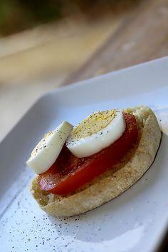 "Having a ""Hull"" lot of FUN: easy 100 calorie breakfast - Yummo Foods - Kalorienarme Rezepte 100 Calorie Breakfast, 100 Calorie Meals, Low Calorie Recipes, Breakfast Time, Breakfast Recipes, Calorie Diet, Breakfast Ideas, Muffins, Mets"