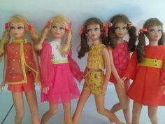 Skippers with sausage curls! Barbie Life, Barbie World, Barbie And Ken, My Childhood Memories, Childhood Toys, Barbie Sisters, Different Hair Colors, Barbie Skipper, Friends Set