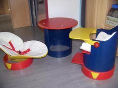 """Kinderhochstuhl mit BabyliegeDer Stuhl ist gebraucht, aber in einem normalengebrauchten zustand. Der Verkaufspreis  lag damals bei über 350 Euro. Zwei BezügeGebrauchsanweisunggSicherungsgurtDer """"Setzling"""", ein Kinderhochstuhl, der nicht nur den Kleinen Spaß macht.Der Bezug ist aus 100% Baumwolle, ein 3-Punkt-Gurt sorgt für Sicherheit.Das Fußbrettchen ist in zwei Positionen höhenverstellbar, sodaß der """"Setzling"""" jeder Wachstumsphase des Kindes sehr einfach anzupassen ist.Aus dem  Ober- und…"""