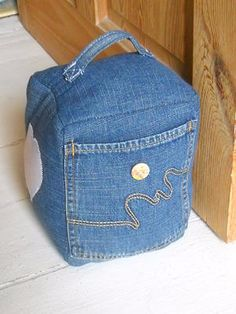 From old jeans Jean Crafts, Denim Crafts, Fabric Crafts, Sewing Crafts, Sewing Projects, Doorstop Pattern, Denim Ideas, Recycled Denim, Denim Bag