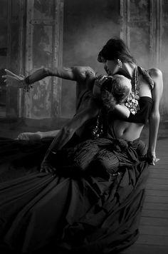 """Morrer de amor   ao pé da tua boca     Desfalecer   à pele   do sorriso     Sufocar   de prazer   com o teu corpo     Trocar tudo por ti   se for preciso     ((Maria Teresa Horta, in """"Destino""""))"""
