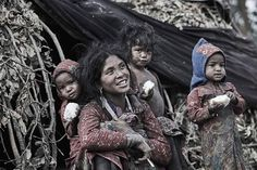 The Kings Of The Forest - Photographer Spent 3 Days In Nepal To Document The Isolated Tribe Himalaya, Three Kids, Rey, Nepal, Jon Snow, Beautiful People, King, Traditional, Fictional Characters