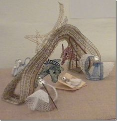 Belén de bolillos means that the figures are made of bobbin lace, a type of lace making at which Spaniards excel. Christmas Nativity, Christmas Star, Christmas Holidays, Bobbin Lacemaking, Types Of Lace, Bobbin Lace Patterns, Lace Making, String Art, Decorative Bells