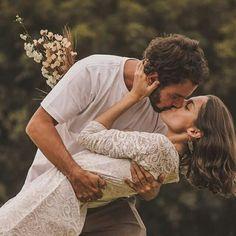 #PreWedding #CasalGoulart2016 #SaoBentodoSapucai #Love #Ensaio #Beijo #Kissing #Casamento #Noivado #Vintage #Retro #Campo #Natureza #Rustico #Country / foto: @_tieabe