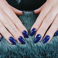 "7 Synes godt om, 1 kommentarer – Box of beauty (@boxofbeautydk) på Instagram: ""#beautytime #bluenails #winter #almondshape"" Round Shaped Nails, Gemstone Rings, Gemstones, Jewelry, Round Wire Nails, Jewlery, Gems, Jewerly, Schmuck"