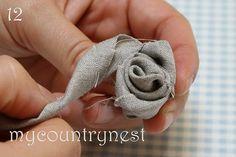 My country nest: Tutorial: fabric roses Handmade Flowers, Diy Flowers, Paper Flowers, Burlap Flowers, Fabric Roses, Felt Fabric, Fabric Crafts, Paper Crafts, Breastfeeding Necklace