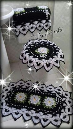 Crochet Bathroom Sets - Her Crochet Crochet Home, Crochet Crafts, Crochet Doilies, Crochet Flowers, Crochet Baby, Crochet Projects, Free Crochet, Diy Crafts, Bathroom Crafts
