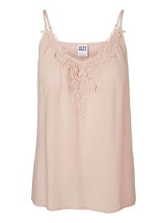 Cute summer top from VERO MODA. Style it with a cool pair of denim cut-offs. #veromoda #holiday #summer #top #fashion