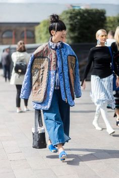 The Best Street Style at London Fashion Week Spring 2018 Swag Style, Style Casual, Men's Style, Fashion Advice, Fashion Outfits, Womens Fashion, Fashion Trends, Jackets Fashion, Fashion Websites