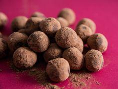 Chocolate Truffles, Chocolate Ganache, Chocolate Recipes, Chocolate Cream, Flourless Chocolate, Christmas Truffles, Christmas Chocolate, Edible Food, Edible Gifts