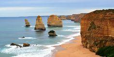 4.Cei 12 Apostoli, Australia Unul dintre cele mai frumoase locuri din lume, Cei 12 Apostoli iti va coplesi simturile si iti va taia rasuflarea cu frumusetea si intinderea sa vasta. Denumirea se refera la stancile de calcar, inalte de 45 de metri, care tasnesc parca din ocean, infruntand destoinic tarmul stancos, aflat la cativa metri departare. Chiar daca obiectivul numara mai putine stanci, spendoarea panoramei il transforma in unul dintre cele mai frumoase si interesante locuri din lume.