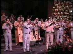 Los mejores mariachis del mundo interpretando el huapango de moncayo en el 11vo encuentro internacional del mariachi en guadalajara