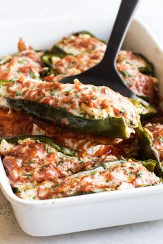 Stuffed Poblano Peppers Poblano Peppers stuffed with brown rice, chicken and topped with enchilada sauce and cheese. Use a rotisserie chicken to make this an easy dinner! Baked Peppers, Stuffed Poblano Peppers, Stuffed Poblanos, Salad Recipes For Dinner, Dinner Salads, Gourmet Dinner Recipes, Poblano Recipes, Pepper Recipes, Poblano Rice Recipe