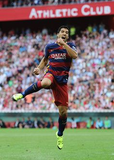 Luis Suarez of FC Barcelona celebrates after scoring Barcelona opening goal during the La Liga match between Athletic Club and FC Barcelona at San Mames Stadium on August 23, 2015 in Bilbao.