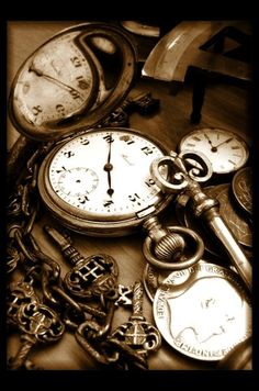pocket watches from somewhere in time Old Clocks, Antique Clocks, Vintage Clocks, Vintage Keys, Gouts Et Couleurs, Natur Wallpaper, Photo Deco, Father Time, Old Keys