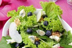 ensalada-de-manzana-queso-azul-arandanos-y-nueces