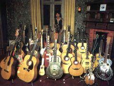 Futurama guitar George Harrison played a myriad of guitars throughout his career with the Beatles. George Harrison, Les Beatles, Beatles Guitar, Beatles Art, Richard Starkey, Guitar Collection, The Fab Four, British Invasion, Gretsch