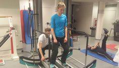 Für Rehabilitationspatienten ist die Qualität der Bewegung entscheidend über den Erfolg ihrer Therapie. Ein Vollprofi auf dem Gebiet der Physio- und Sportphysiotherapie ist Klaus Eder. Er ist Inhaber Treadmill, Gym Equipment, Sports, Physical Therapy, Hs Sports, Treadmills, Workout Equipment, Sport