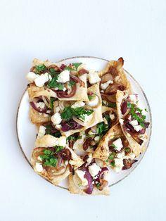 Løkterte — FAMILIEMAT Pasta Salad, Snacks, Ethnic Recipes, Food, Crab Pasta Salad, Appetizers, Essen, Noodle Salads, Yemek