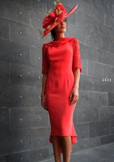 Gabriela Sánchez 6433 occasion wear - Colour Coral - Mother of the bride wedding outfit. Mother Of Bride Outfits, Mother Of Groom Dresses, Mom Outfits, Mother Of The Bride, Mom Dress, Occasion Wear, Special Occasion, Beautiful Dresses, Marie