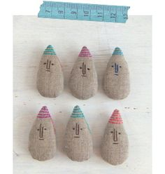 Linen teardrop pins from a Japanese crafter's blog. fabrickaz+idees