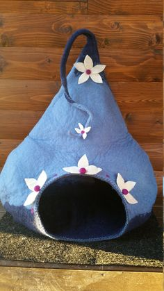 This is hand made pet house from natural wool. The woolen house is suitable for cats and small dogs. The felted pet house is strong, persistent and gentle for skin. 100% wool and handmade. To make this pet vessel I use only wool, hot water, soap, my hands and lots of love:))  This cat and dog vessel is cute decoration for your interior and comfortable bed for your beloved pet. Can be perfect gift for your loved ones and house warming gift for pet lovers.  Houses dimensions approximately…