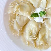 Russian Dumplings with Potatoes an Cottage Cheese Jamie Oliver Food Revolution, Russian Dumplings, Polish Recipes, Cottage Cheese, Pierogi, Soup, Potatoes, Diet, Cooking